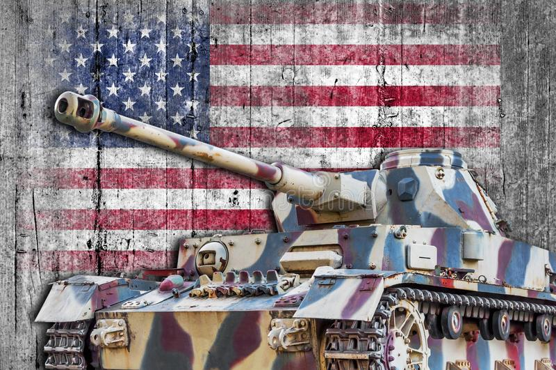 Tanque militar com a bandeira concreta do Estados Unidos fotos de stock royalty free