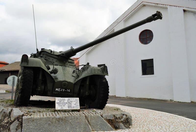 Tanque militar português usado na guerra colonial fotos de stock