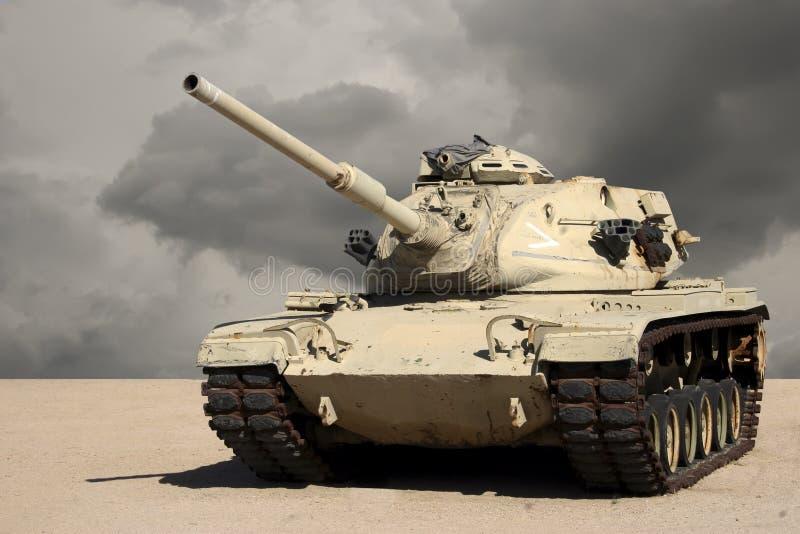 Tanque no deserto imagem de stock royalty free