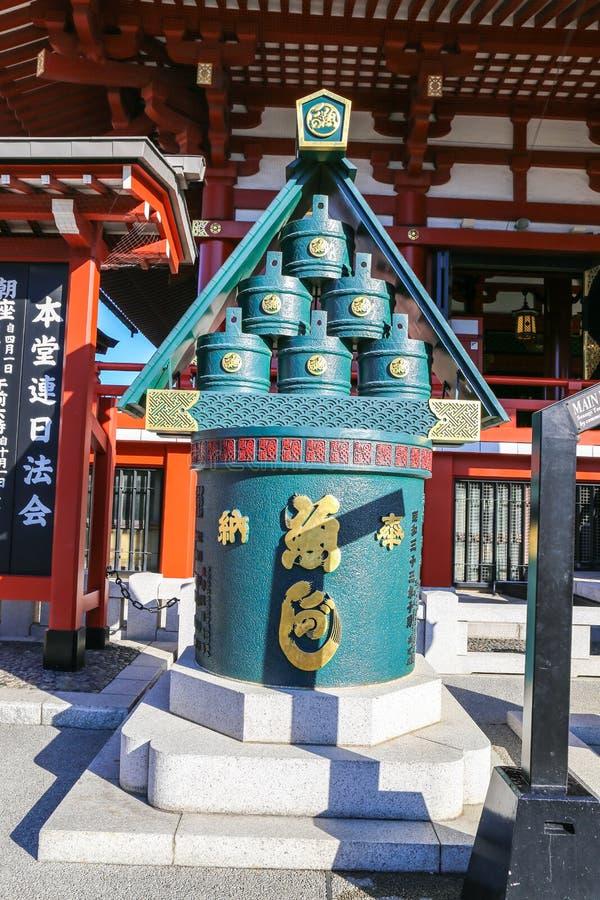 Tanque sagrado do ` s do templo de Sensoji no distrito de Asakusa Senso-ji foi fundado imagens de stock