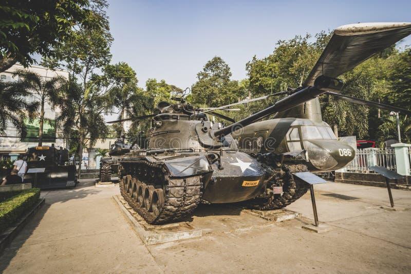 Tanque velho da exposição unida do exército do estado em restos vietnamianos museu da guerra, museu para manter a evidência da hi foto de stock