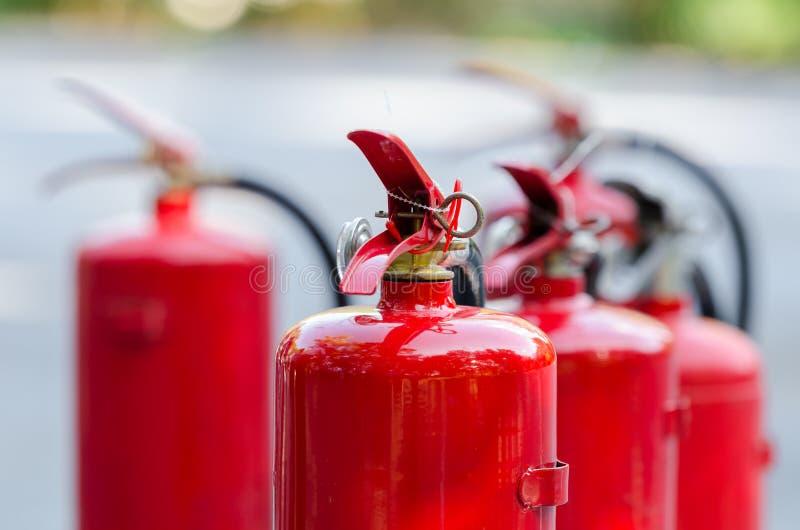 Tanque vermelho do extintor de incêndio foto de stock