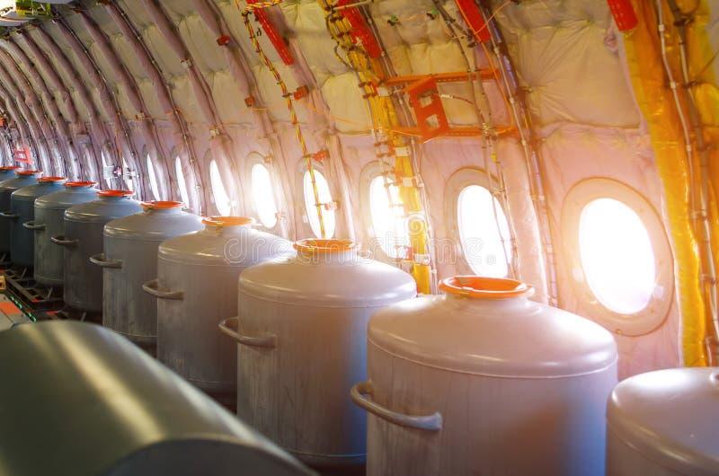 Tanques com água nas vigias, para voos de ensaio em protótipos dos aviões imagem de stock royalty free