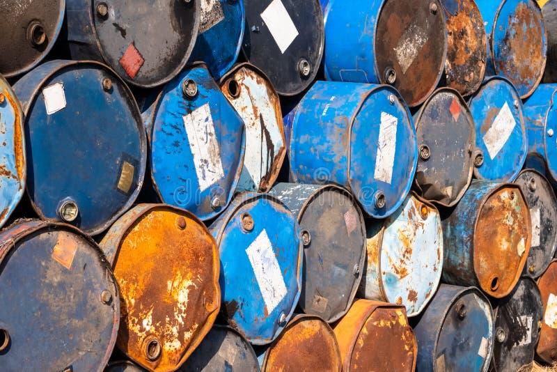 Tanques de óleo velhos fotografia de stock