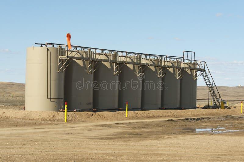 Tanques de armazenamento do óleo fotos de stock royalty free