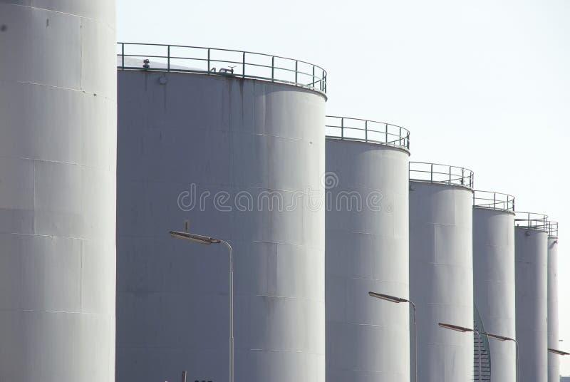Tanques de armazenamento do petróleo imagem de stock