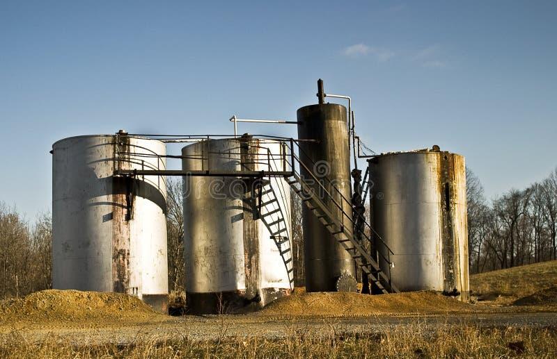 Tanques de armazenamento do petróleo imagens de stock royalty free