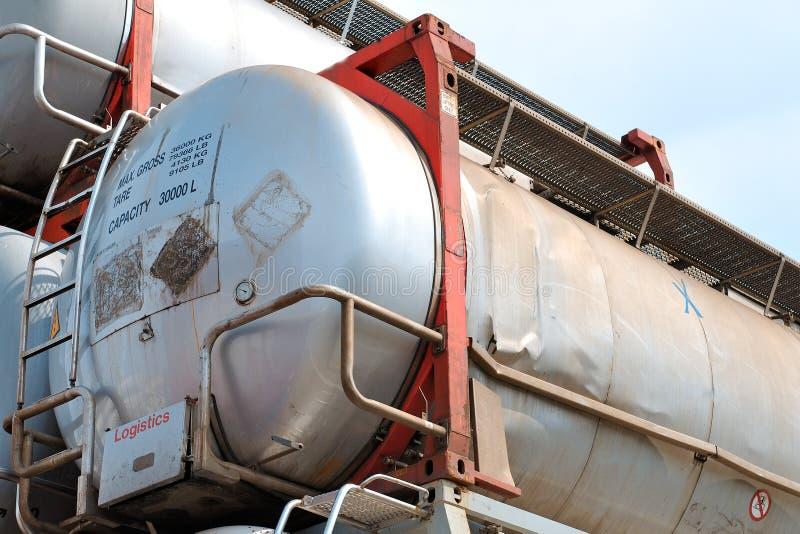 Tanques de armazenamento portáteis do petróleo e do produto químico fotos de stock royalty free