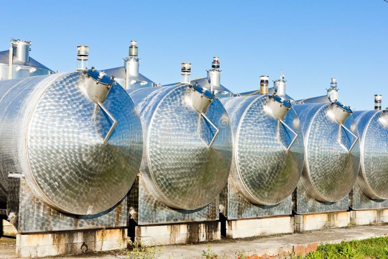 tanques de fermentação, Begadan, região do Bordéus, França fotos de stock royalty free