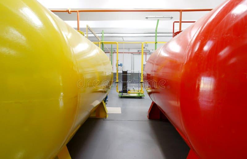 Tanques do biodiesel dentro da fábrica fotos de stock