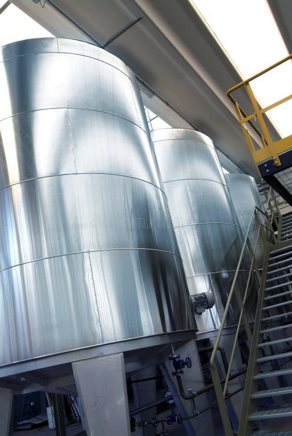 Tanques do ferro na indústria química imagens de stock