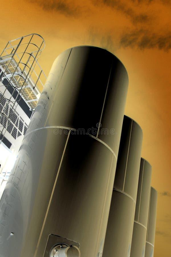 Tanques metálicos industriais imagens de stock royalty free