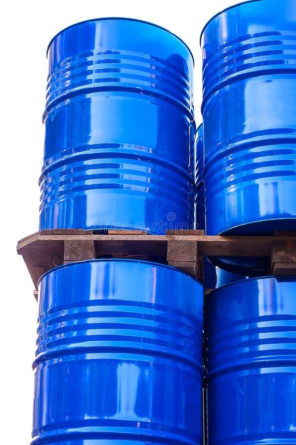 Tanques químicos armazenados no armazenamento do desperdício fotografia de stock