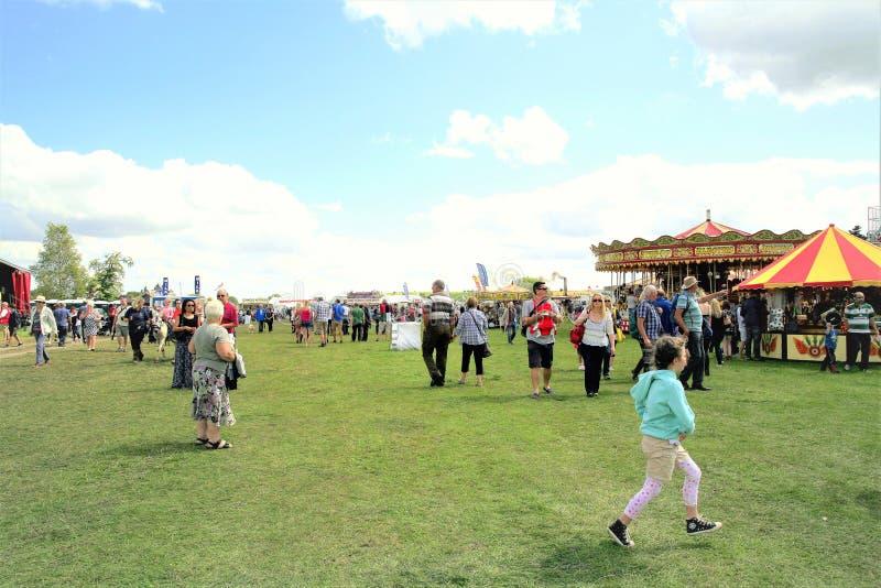 Tansley, Derbyshire, R-U 3 août 2014 Les foules appréciant la fête foraine au rassemblement de vapeur de Cromford chez Tansley pr image libre de droits
