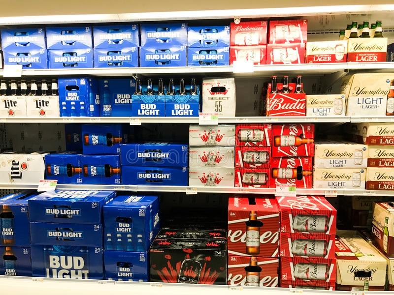 Tant de bières, tellement peu d'heure photo stock