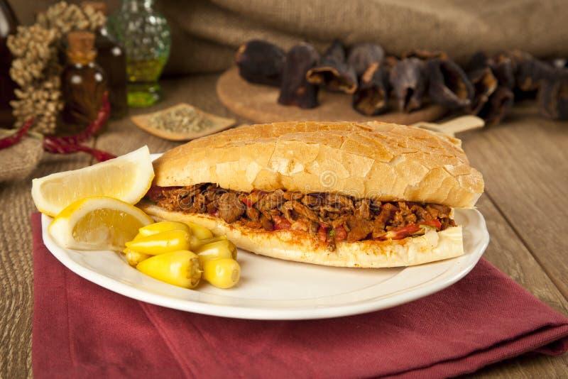 Tantuni van het vleesrundvlees is een soort traditionele Turkse kebap royalty-vrije stock afbeeldingen
