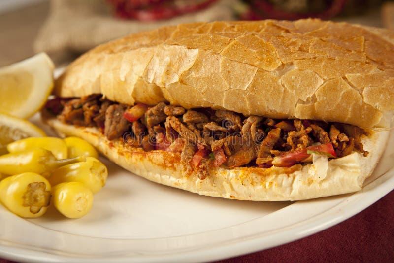 Tantuni van het vleesrundvlees is een soort traditionele Turkse kebap royalty-vrije stock afbeelding