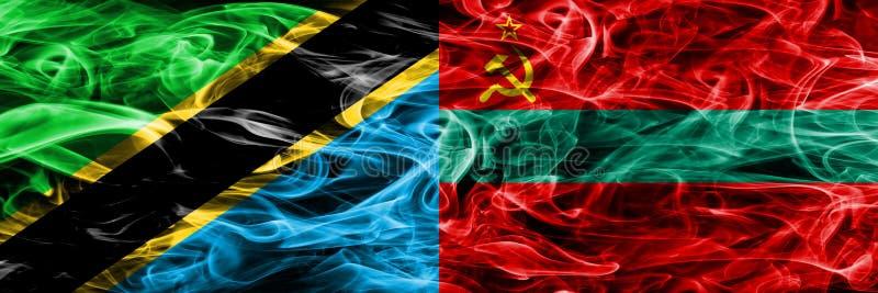 Tanzânia contra bandeiras do fumo de Transnistria colocou de lado a lado Bandeiras de seda coloridas grossas do fumo do tanzanian fotografia de stock