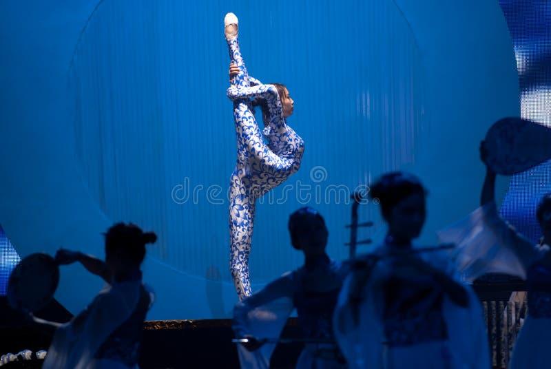 Tanz: das blaue und weiße Porzellan stockfotografie