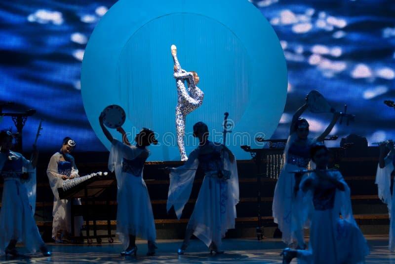 Tanz: das blaue und weiße Porzellan lizenzfreie stockfotos