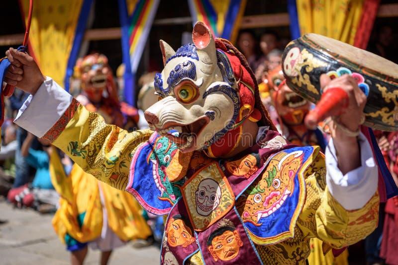 Tanz des buddhistischen Mönchs an Festival Paro Bhutan lizenzfreie stockbilder