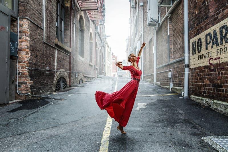 Tanz ist ihre Leidenschaft Gemischte Medien stockbilder