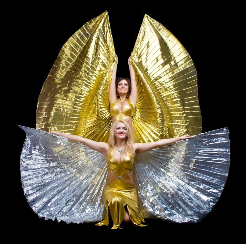 Tanz mit zwei Frauen mit Flügeln stockbilder