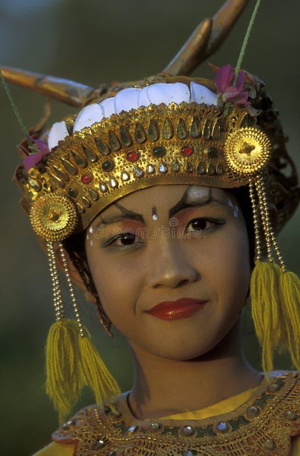 TANZ-TRADITION ASIENS INDONESIEN BALI ULU WATU stockbilder