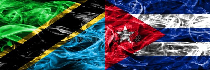 Tanzania versus Cuba, Cubaanse zij aan zij geplaatste rookvlaggen Dik gekleurde zijdeachtige Cubaanse rookvlaggen van Tanzaniaans royalty-vrije illustratie