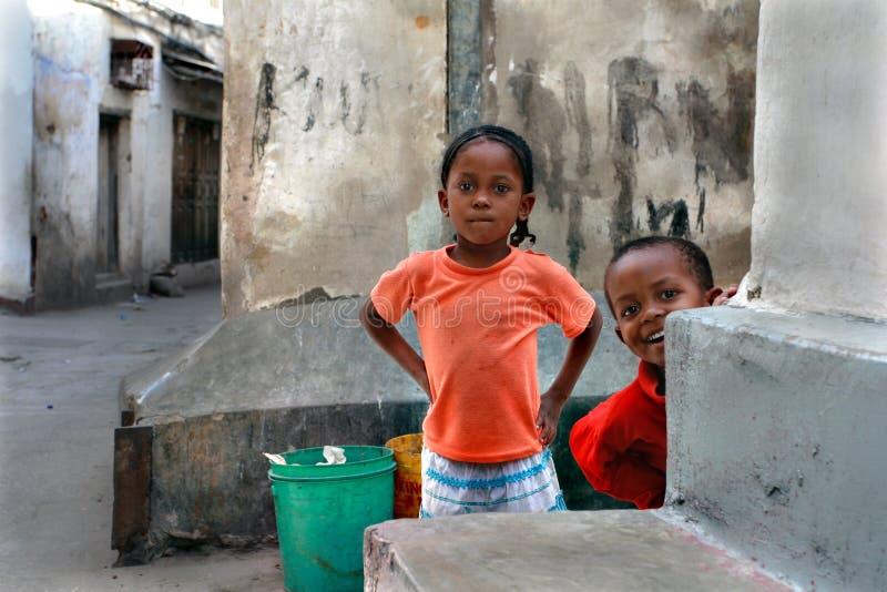 Tanzania, Zanzíbar, ciudad de piedra, juego de niños fotografía de archivo