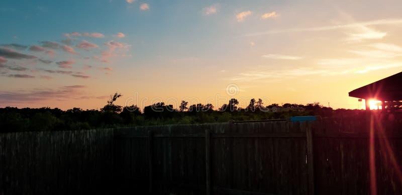 Tanzen in den Himmel lizenzfreies stockfoto