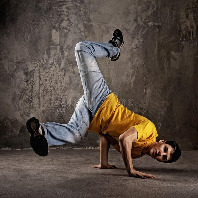 Tanzen des jungen Mannes   stockfotografie