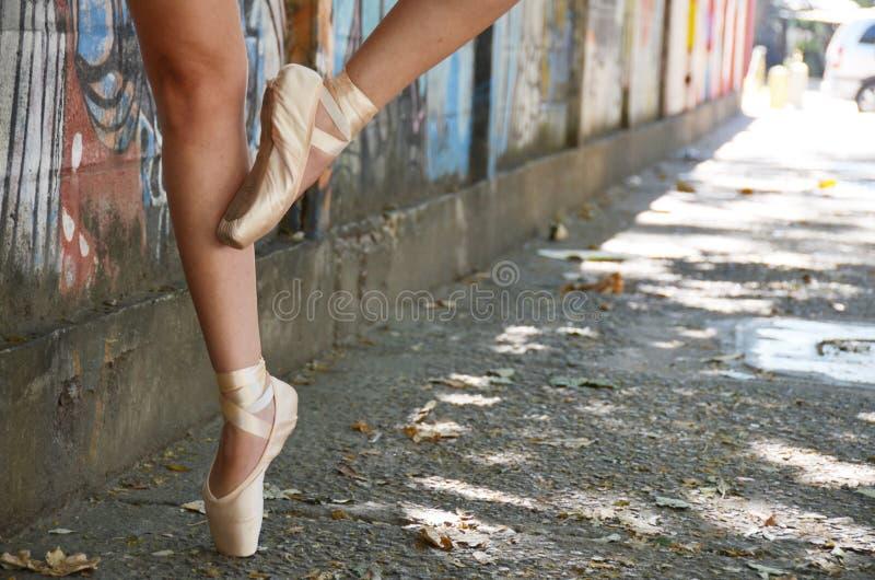 Tanzen in die Straße stockfotos