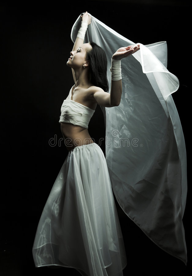 Tanzen in Semidarkness stockbild