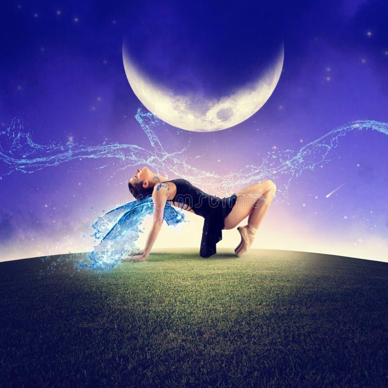 Tanzen unter den Mond stockbild