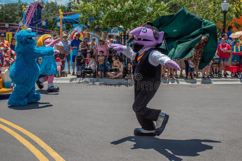 Tanzen Zählungsvon Count in der Sesame Street-Partei-Parade bei Seaworld stockfotografie