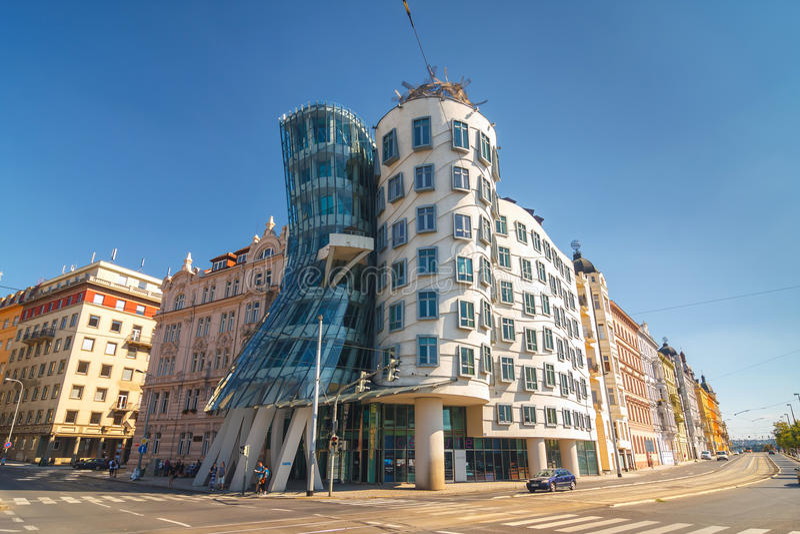 Tanzendes haus- modernes Gebäude entwarf durch Vlado Milunic und Frank O Gehry, Prag lizenzfreie stockbilder