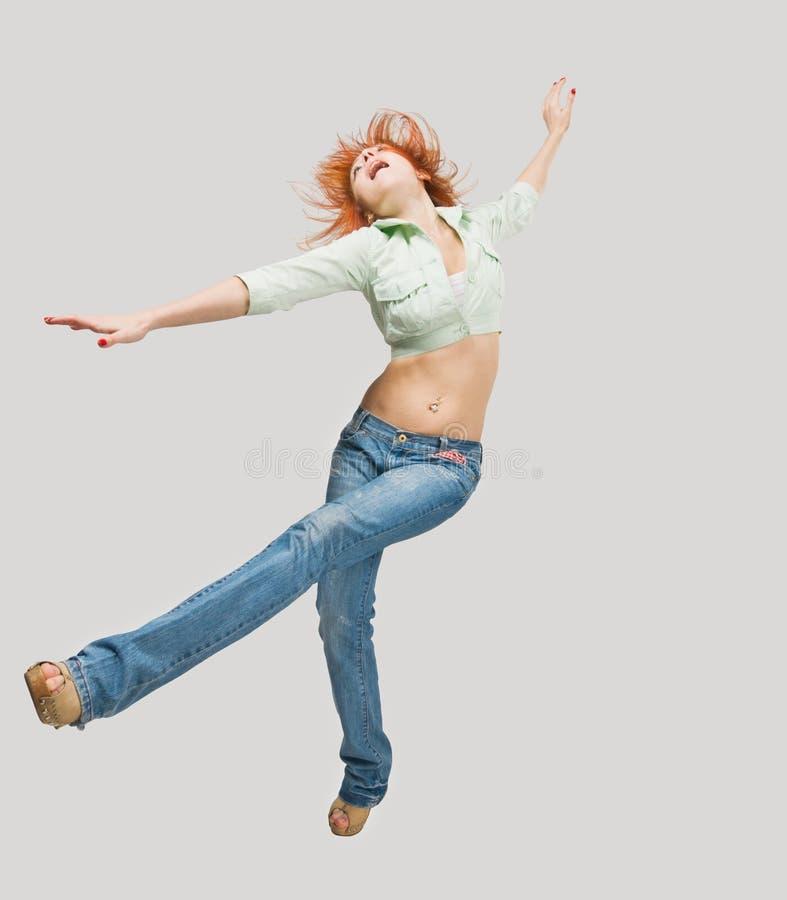 Tanzendes rotes Mädchen lizenzfreies stockfoto
