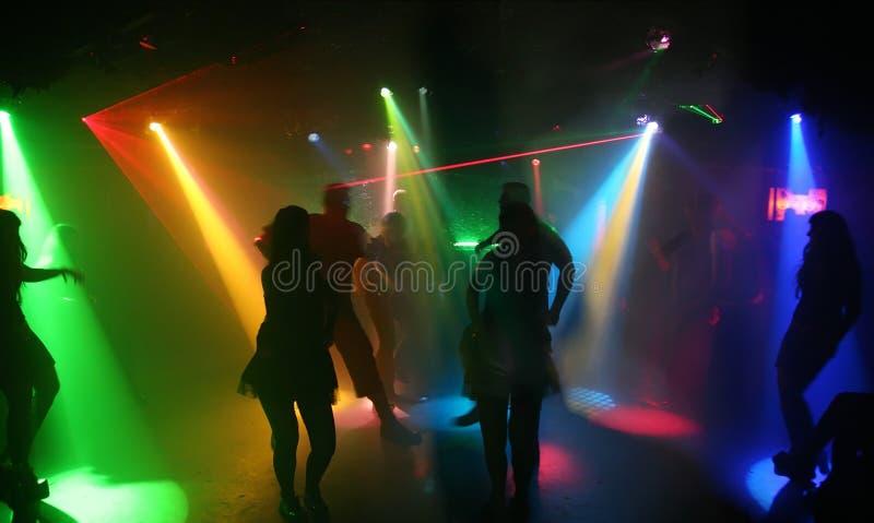 Tanzenjugendliche lizenzfreies stockbild