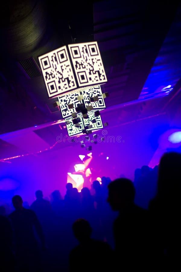Tanzenleute am Nachtklub stockfotos
