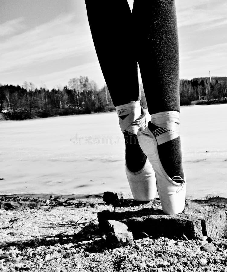 Tanzenschuhe am Reservoir stockfotos