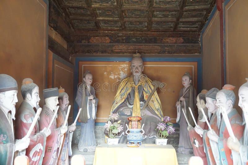 Taoist tempeltao in Peking China met godsdienstige standbeeldenministeries van het verdere leven stock fotografie