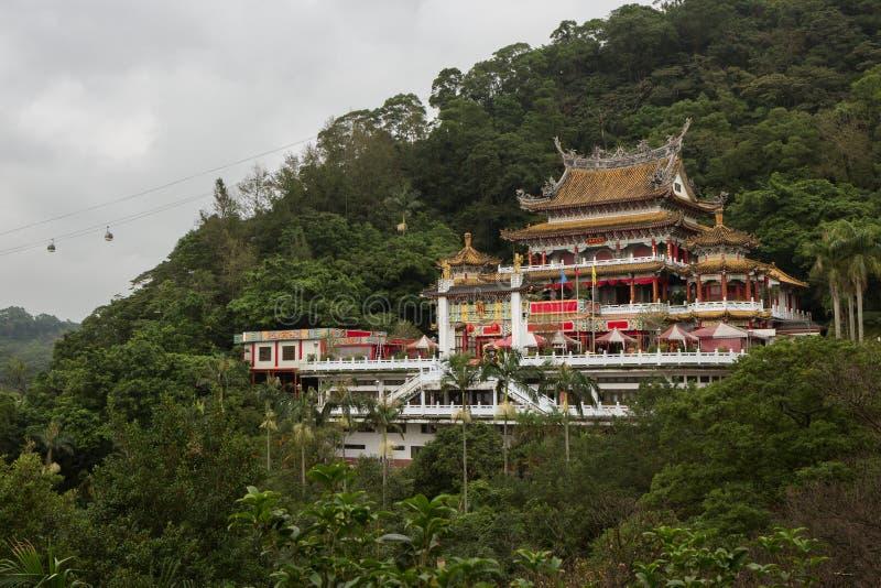 Taoist Zhinan Temple en una ladera en Taipei fotos de archivo