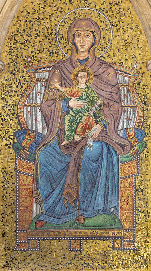 "TAORMINA, ИТАЛИЯ - 9-ОЕ АПРЕЛЯ 2018: Внешняя мозаика Madonna под башня Orologio Porta di Mezzo Dell Torre "" стоковая фотография rf"