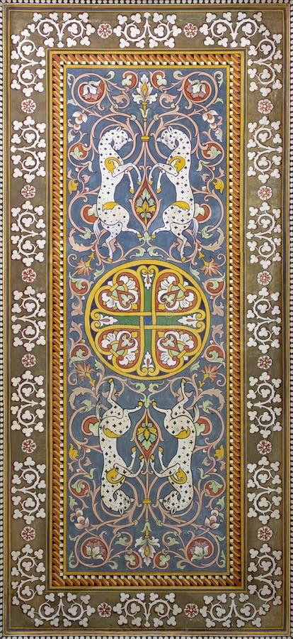 TAORMINA, ИТАЛИЯ - 9-ОЕ АПРЕЛЯ 2018: Фрески потолка от залы вокзала Giardini Naxos Salvatore Gregorietti стоковое фото