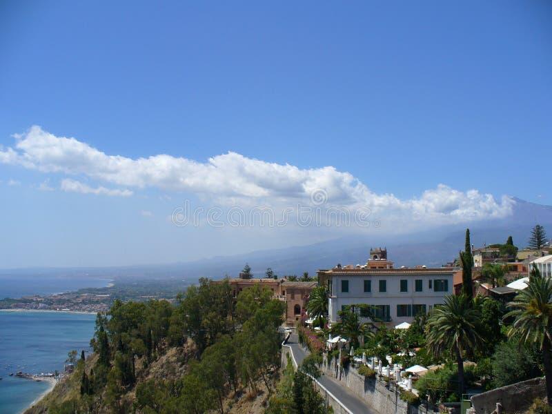 Taormina, Italien und Mt.Etna lizenzfreies stockfoto