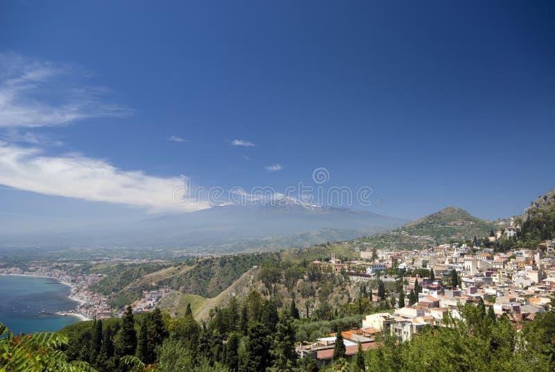 Taormina mt de panorama. l'Etna image libre de droits