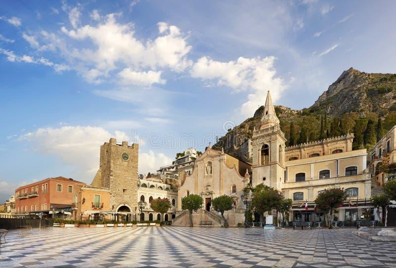 Taormina, plaza 9 de abril fotografía de archivo