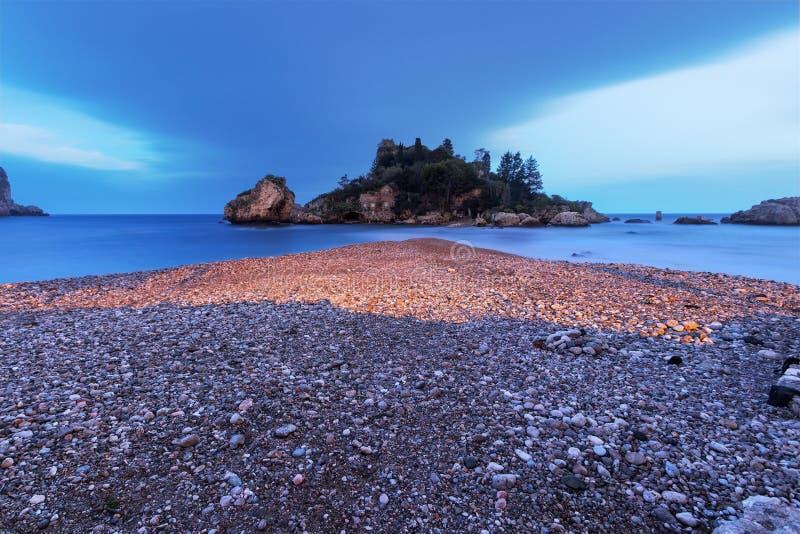 Taormina, Sicilia: Bello Isola Bella al crepuscolo immagine stock