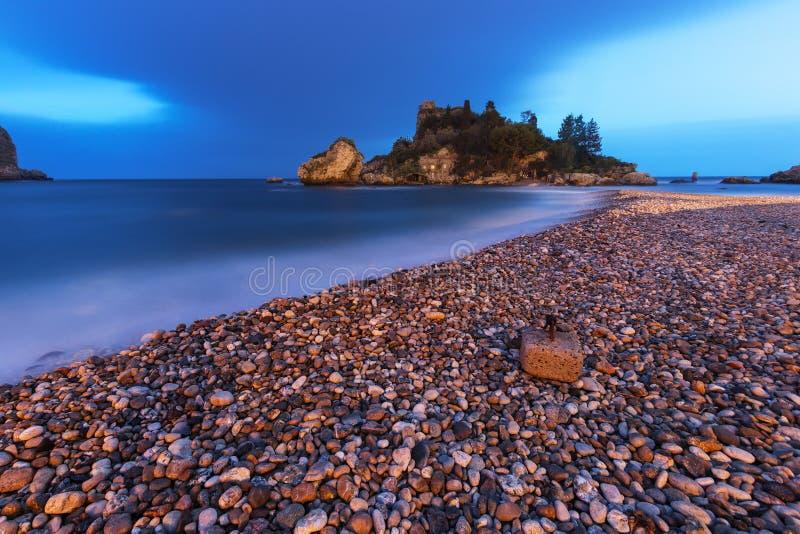 Taormina, Sicilia: Spiaggia di Isola Bella immagine stock libera da diritti